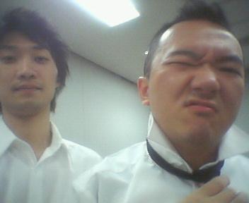 白シャツ黒ネクタイ2